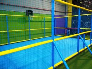 Campo futbol en parque de bolas Ourense